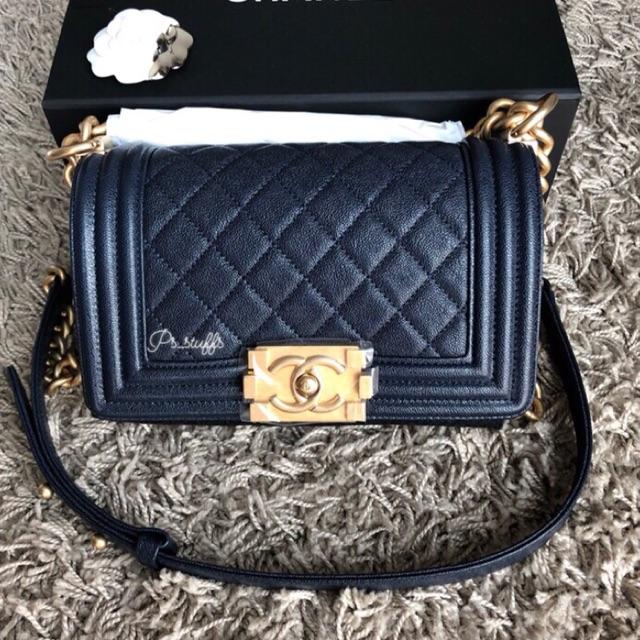 ช่วยซื้อหน่อยค้า New Chanel boy 8 holo27
