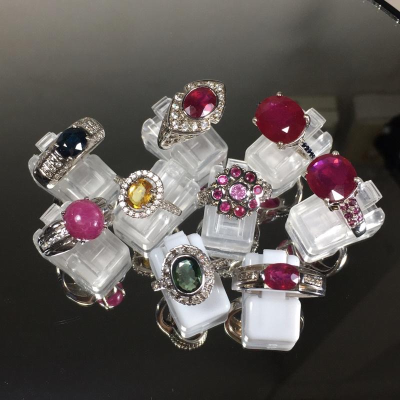 แหวนพลอย แท้ ตัวเรือนเงิน 92.5 ชุปทองคำขาว ราคาพิเศษ 1,500  บาท ( คละแบบ )
