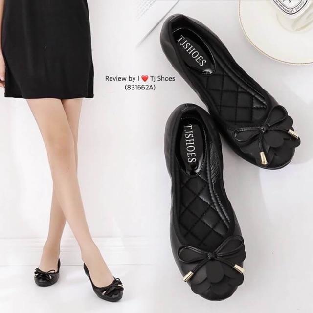 รองเท้าคัชชูสีดำเรียบร้อย