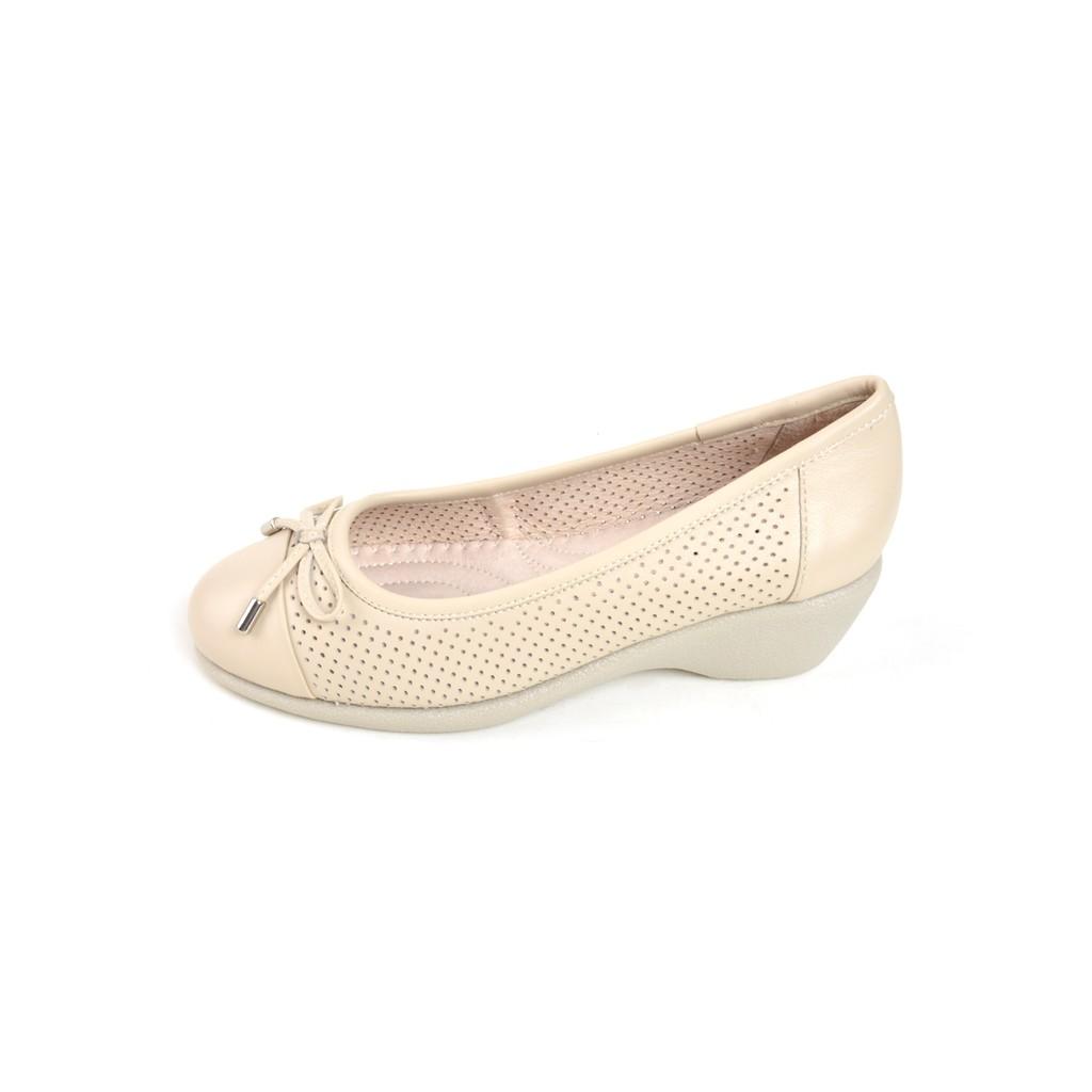 รองเท้าคัชชูหนัง ส้นเตารีด หัวมน ประดับโบว์ POLO CLUB P1811 สีครีม