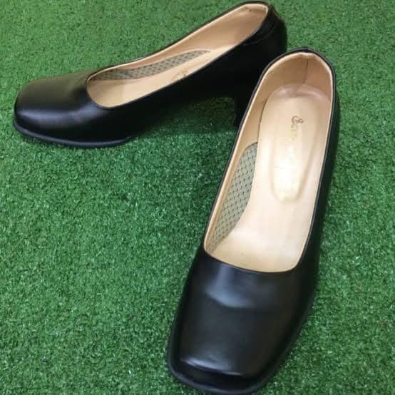 รองเท้าคัชชูผู้หญิงหัวตัดสีดำ