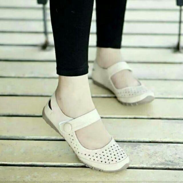 รองเท้าคัชชูส้นเตี้ย เพื่อสุขภาพ
