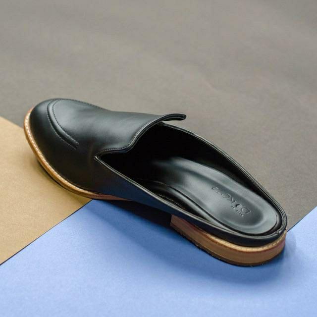 รองเท้าคัชชูเปิดส้นสีดำ