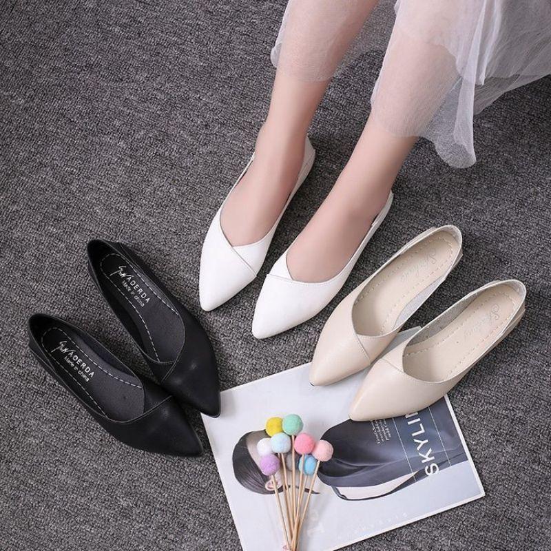 รองเท้าผู้หญิง รองเท้าคัชชูแฟชั่น หุ้มส้นหัวแหลม หนังนิ่ม H66