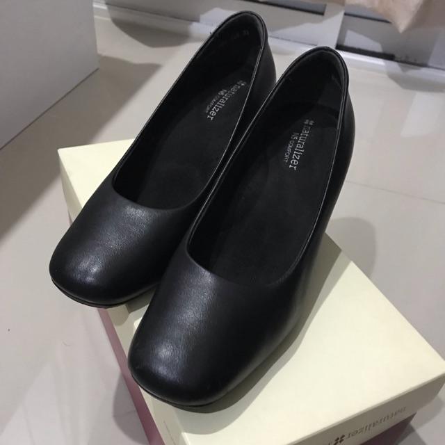 รองเท้าคัชชู Naturalizer