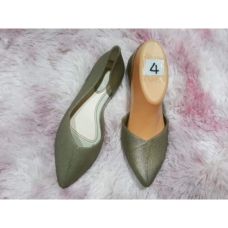 รองเท้าคัชชูทรงเว้าข้างสีเขียวพาสเทล