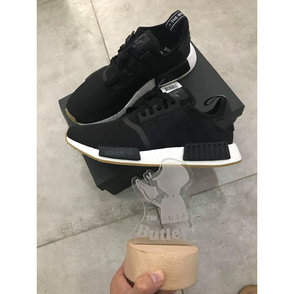 the latest f730f 99e34 Find Price 2018 New Adidas NMD R1 สีดำและสีขาว B42200 ล่าสุด ...
