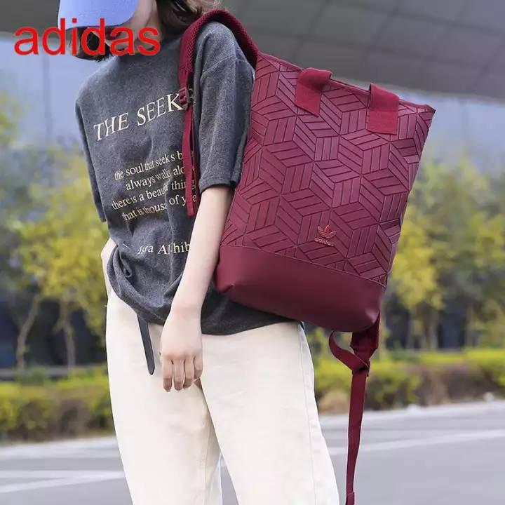 ►Adidas Originals geometric 3D roll top backpack รุ่นใหม่ชนช้อป!!กระเป๋าเป้สะพายหลังกระเป๋า 3d