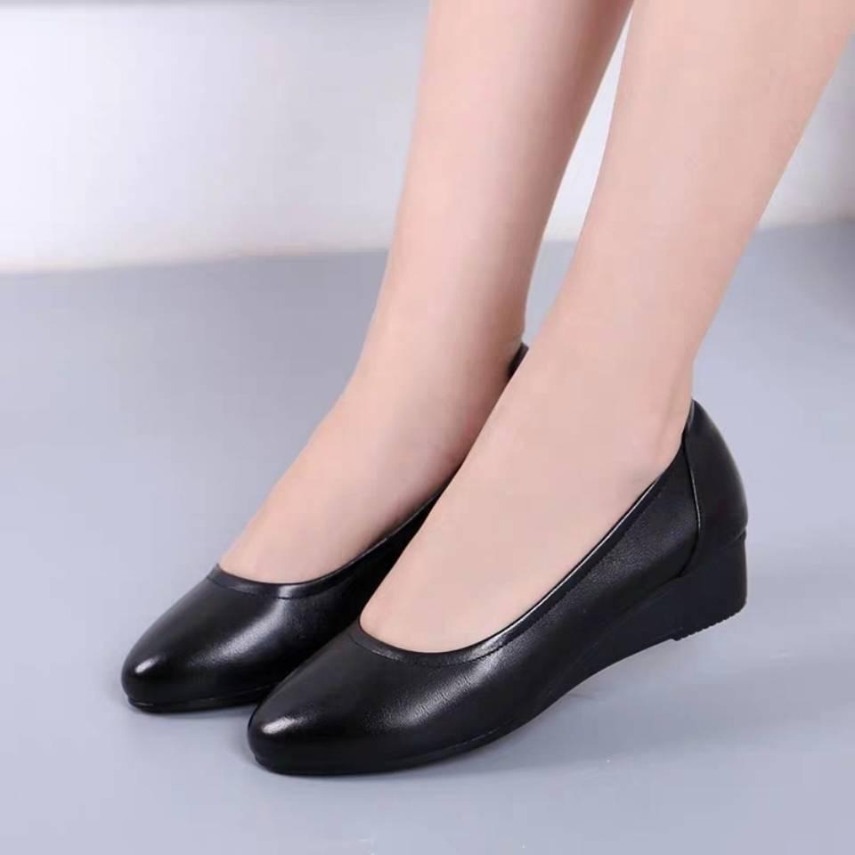 รองเท้าคัชชู ใส่สบาย สำหรับผู้หญิง รุ่นสีเรียบใส่ทำงาน รองเท้าหนังนิ่มรองเท้าทำงานหญิงรองเท้าหนังสีดำสบายมืออาชีพเดียวปา