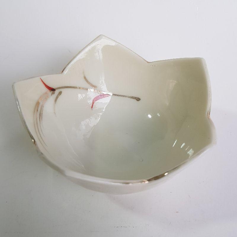 มือสอง กระถางแคคตัส แก้วชาเซรามิก นำเข้าจากญี่ปุ่น ทรงกลีบดอกไม้ สีขาว กว้าง 8 cm ลึก 4 cm กระถางไม้อวบน้ำ ไม้โขด