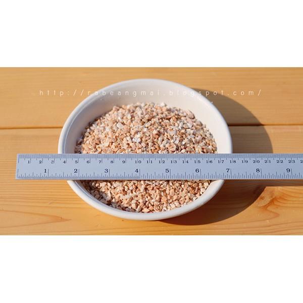 หินเกล็ด สีน้ำตาล ขนาด 3-5 มม. ใช้โรยหน้ากระถางแคคตัส ไม้อวบน้ำ สวนถาด