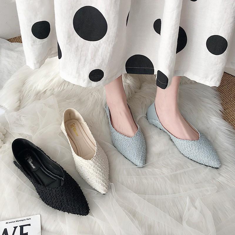 รองเท้าคัชชูหัวแหลมรองเท้าผู้หญิงมีกระโปรงรองเท้าส้นแบนเท้าเดียวเข้ากันหมด