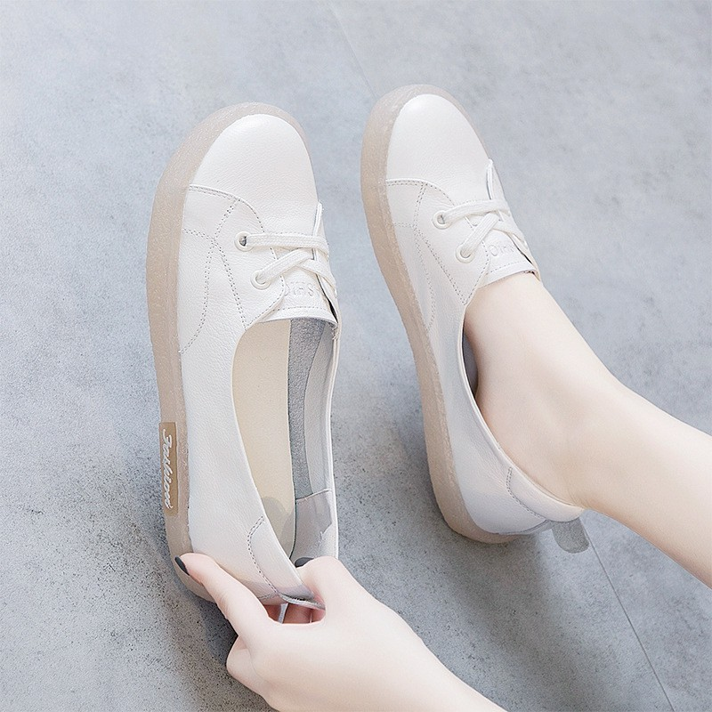 [จ่ายเงินปลายทางได้]รองเท้าคัทชูผญ รองเท้าผู้หญิง ผู้หญิงลื่นบนรองเท้าโลฟเฟอร์รองเท้าลำลองกลางแจ้งลื่นด้านล่างสีขาวรองเ