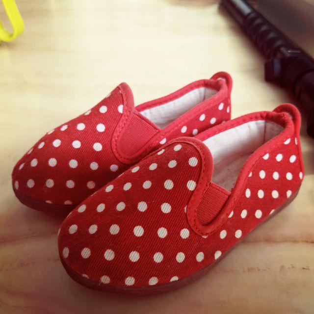 รองเท้าคัชชูเด็กสีแดงลายจุด Flossy