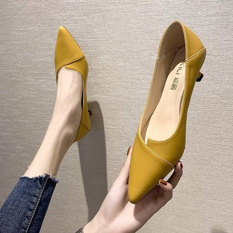 รองเท้าคัชชูหัวแหลมสำหรับผู้หญิงใหม่ทุกการจับคู่ปั๊มรองเท้าส้นสูงสีดำรองเท้าส้นสูงของผู้หญิงกริช