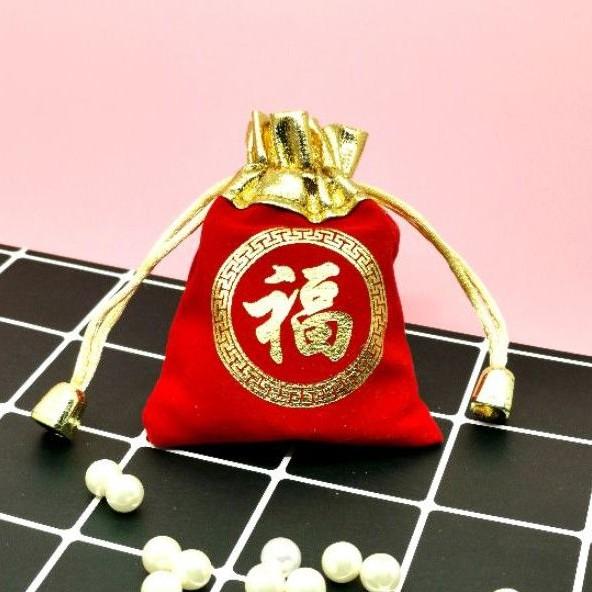 ถุงกำมะหยี่สีแดงขอบทอง ขนาด 7*9 ซม แพคละ1ใบ📍ราคาถูก/ มีพร้อมส่ง📍สกรีนลาย ฝู แปลว่า มั่งคั่งรำรวย ถุงกำมะหยี่