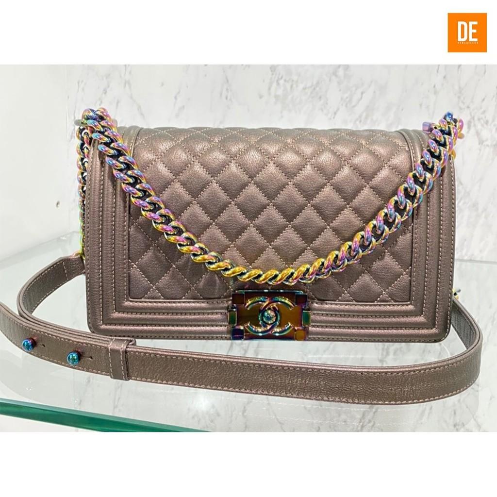 กระเป๋าสะพาย Rare Super like new Chanel Boy medium size holo217 : GN1799.99A