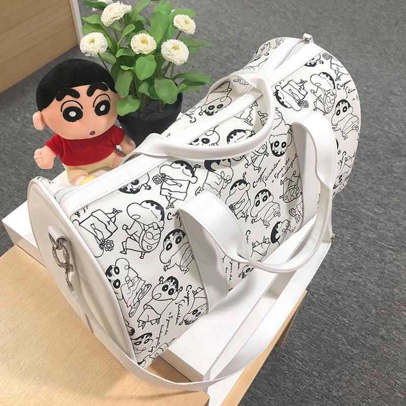 2020 ใหม่ Crayon Shin-Chan ของแท้กระเป๋าสุภาพสตรีฟิตเนสเดินทางขนาดใหญ่ผ้าใบกระเป๋าเดินทางมือถือ