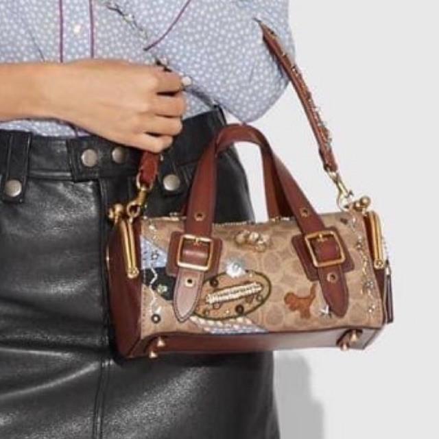 (ผ่อน0%) กระเป๋า สะพายข้าง Coach X Keith Haring Mailbox Bag 24 In Signature Patchwork 31066 งานshop ลายซี สีน้ำตาล