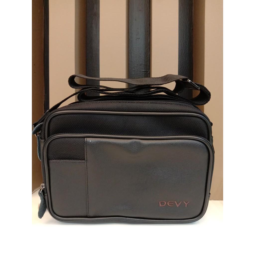 กระเป๋าสะพายข้างทรงยาว DEVY สีดำ