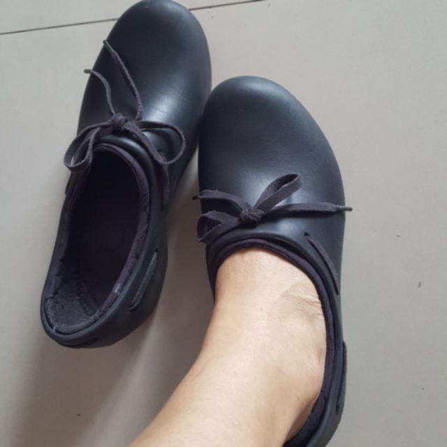 รองเท้า crocs ของแท้ 💯%  ส่งต่อราคาถูก