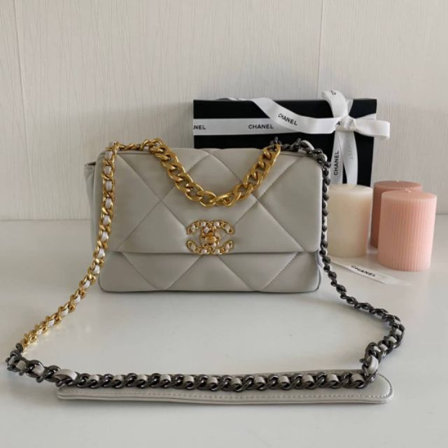 NEW CHANEL 19 FLAP BAG 26CM SMALL