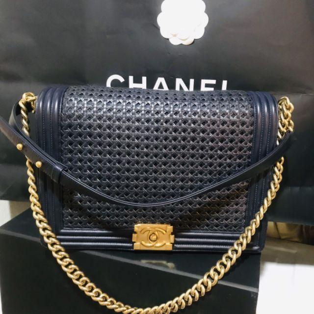 "Chanel boy 12"" Calftskin limited holo 19 สินค้าหาอยาก สภาพโดยรวม 85% มีการ์ด ไม่มีถุงผ้า"