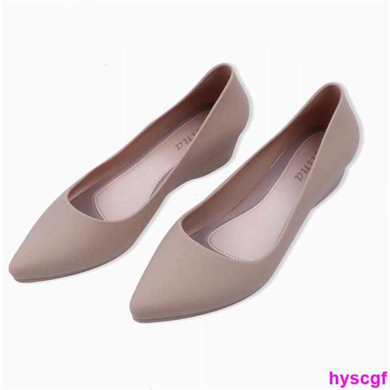 รองเท้าคัชชู หัวแหลม เสริมส้น สีพื้น เเฟชั่นสำหรับผู้หญิง