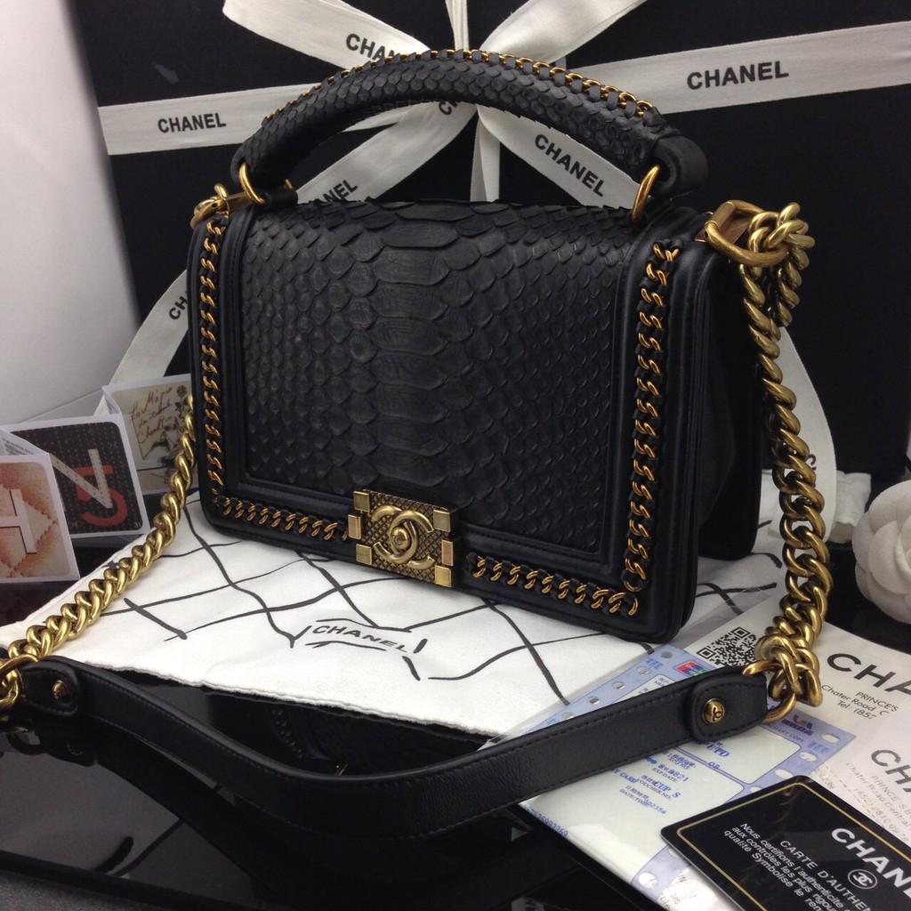 กระเป๋าสะพายไหล่ Chanel Boy 10 นิ้ว Crossbody Bag  snake skin งาน hi end หนังงู