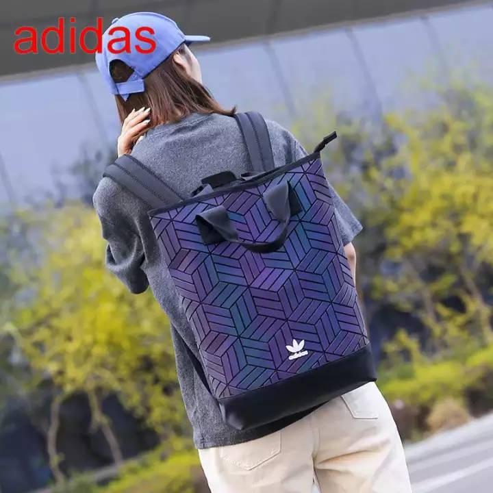 ✓۞❖Adidas Originals geometric 3D roll top backpack รุ่นใหม่ชนช้อป!!กระเป๋าเป้สะพายหลัง แท้100%กระเป๋า 3d