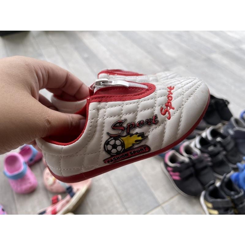 มือสอง รองเท้าฟุตบอล ขนาด 15 ซม.