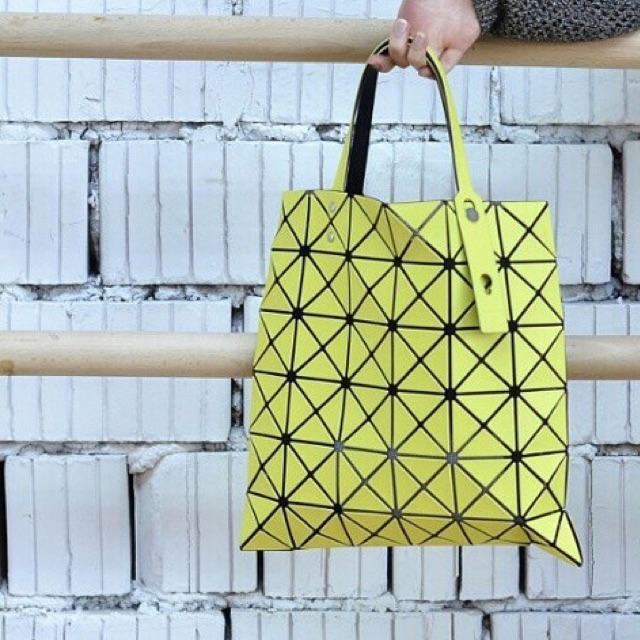มือสอง‼️ กระเป๋า BaoBao แท้ล้าน% ขนาด 6x6 สีเลมอน