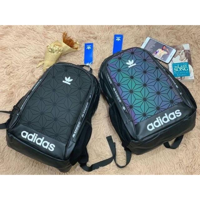 (DM ระบุสีได้นะคับ) กระเป๋าสะพายแบรนด์เนม สินค้าOutletแท้100% แบรนด์ Adidas รุ่น Originals 3D Backpack