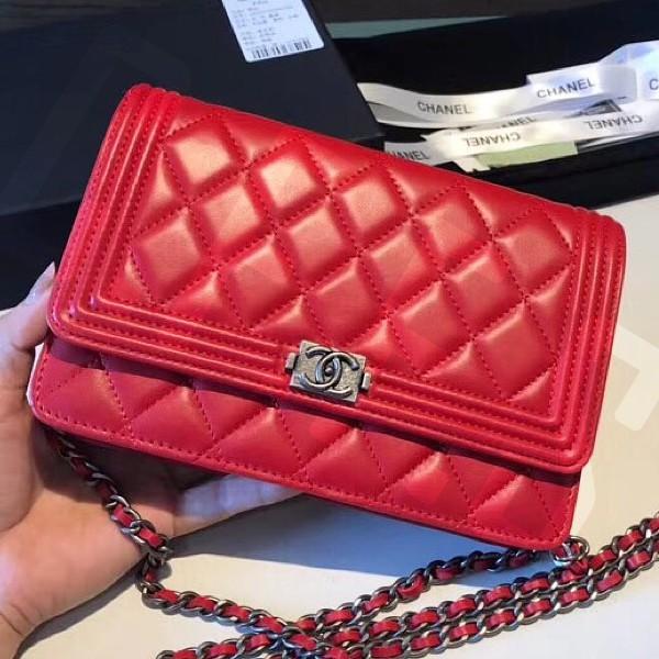 Chanel WOC LeBoy Leather Sheepskin เข็มขัดเงินสีแดง