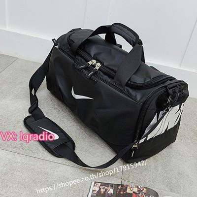 nike Travelling bag  กระเป๋าเดินทาง  กระเป๋ากีฬา  Sports bag กระเป๋าเดินทาง กระเป๋าใส่เสื้อผ้า กระเป๋ากีฬา กระเป๋าฟิตเนส กระเป๋าเดินทางแบบถือ กระเป๋าเดินทางแบบสะพาย  Duffle bag  กระเป๋าเดินทาง กระเป๋าฟิตเนส กระเป๋ากีฬา