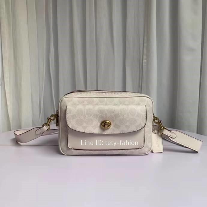 (เช็คสต็อคก่อนโอน) กระเป๋าสะพายข้างสีขาว Coach Cassie Camera Bag In Signature Canvas