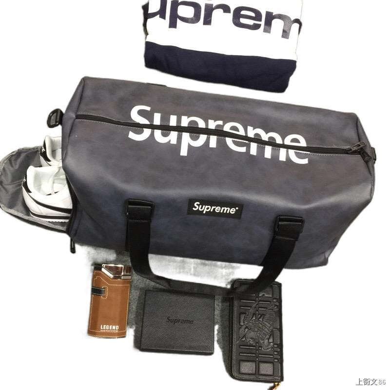 ☁Supreme 18ss Leather Bag กระเป๋าเดินทางความจุขนาดใหญ่กระเป๋ายิมสีดำกระเป๋าสะพายข้างสีแดง