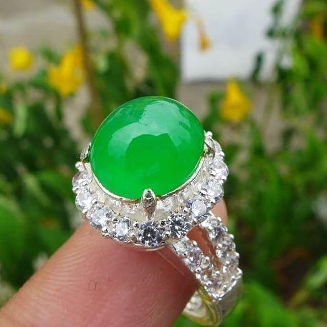แหวนหยกพม่าแท้ สี apple green 4.50 กะรัต