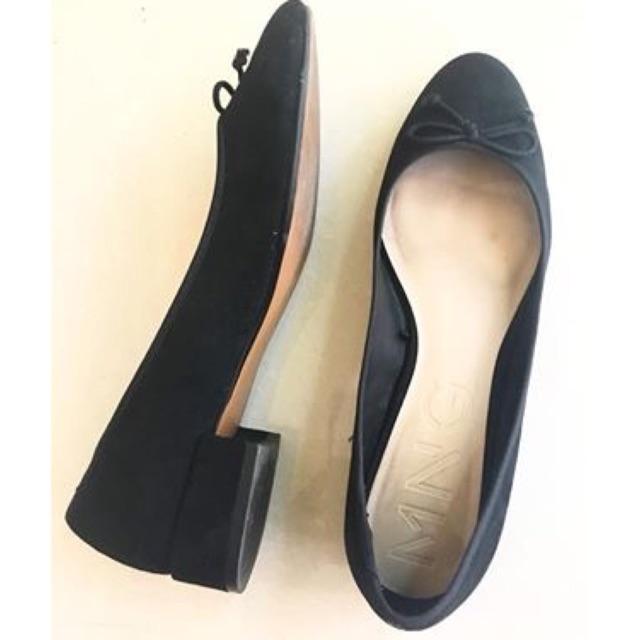 รองเท้าคัชชูสีดำ MNG