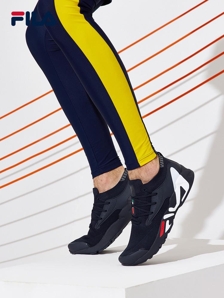 FILA Fila รองเท้าวิ่งผู้ชาย2021ฤดูใบไม้ผลิใหม่ตาข่ายระบายอากาศน้ำหนักเบารองเท้ากีฬารองเท้าวิ่งย้อนยุค