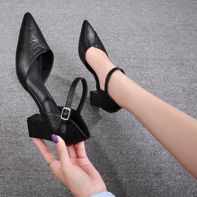 รองเท้าคัชชูหัวแหลมส้นสูงโปรแกรมWord cingulateรองเท้าส้นสูงหญิงหนากับกลวงรองเท้าสาวป่าเพศหญิงรองเท้าทำงานสีดำรองเท้ามืออ