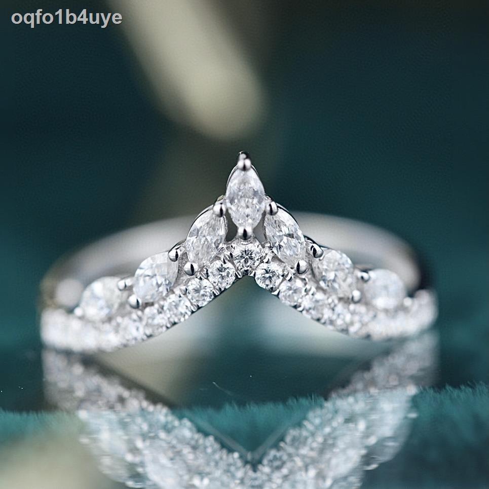 ราคาถูก▦☊❍50คะแนนสุทธิดารา18K ทองคำขาวเพชรแถวแหวนแหวนรูปตัววีแหวนเพชรแถวแหวนผู้หญิงแสงหรูหรากลุ่มเล็กๆฝังเพชรพลอย