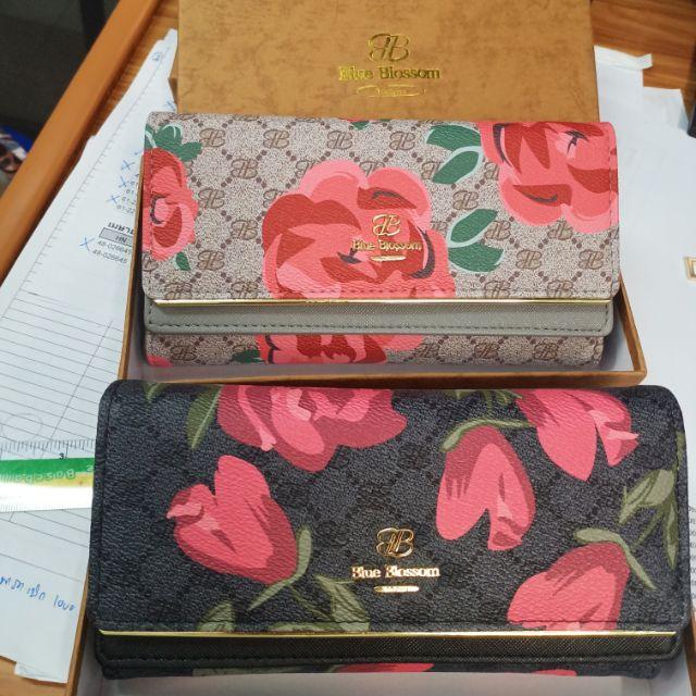 กระเป๋าเงินยาวแบรนด์แท้blue blossom รวมส่งเหลือสีเทา