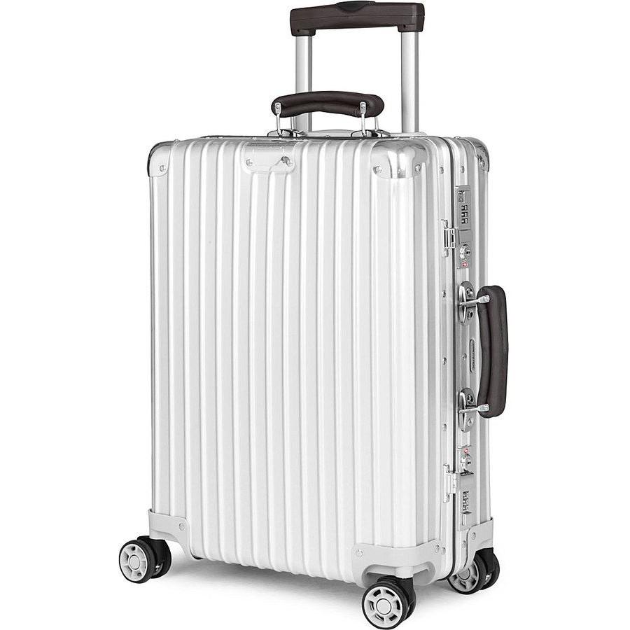 กระเป๋าเดินทางล้อลากขนาดใหญ่ใส่ของได้เยอะ