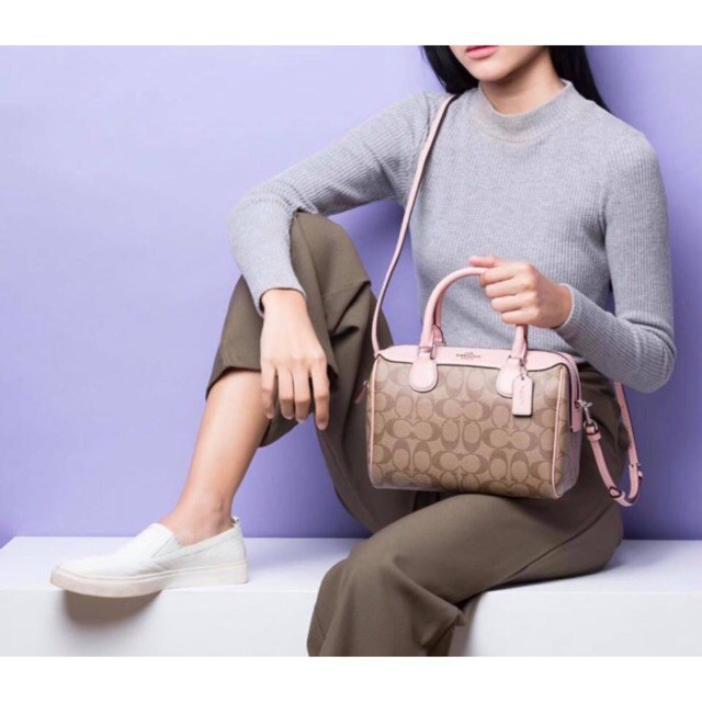 กระเป๋าผ้ากระสอบ #กระเป๋าทรงหมอน Coach (ลายC)