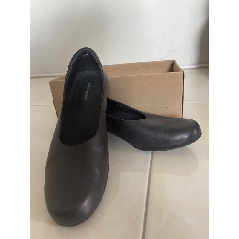 รองเท้าคัชชู หุ้มส้นสีดำ