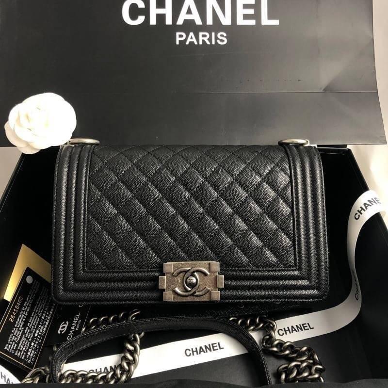 """การซื้อของแท้】📌พร้อมส่ง CHANEL BOY CAVIAR CALFSKIN WITH BRUSHED SILVER HARDWARE 10\"""" ORIGINAL กระเป๋าสะพาย ชาแนล"""