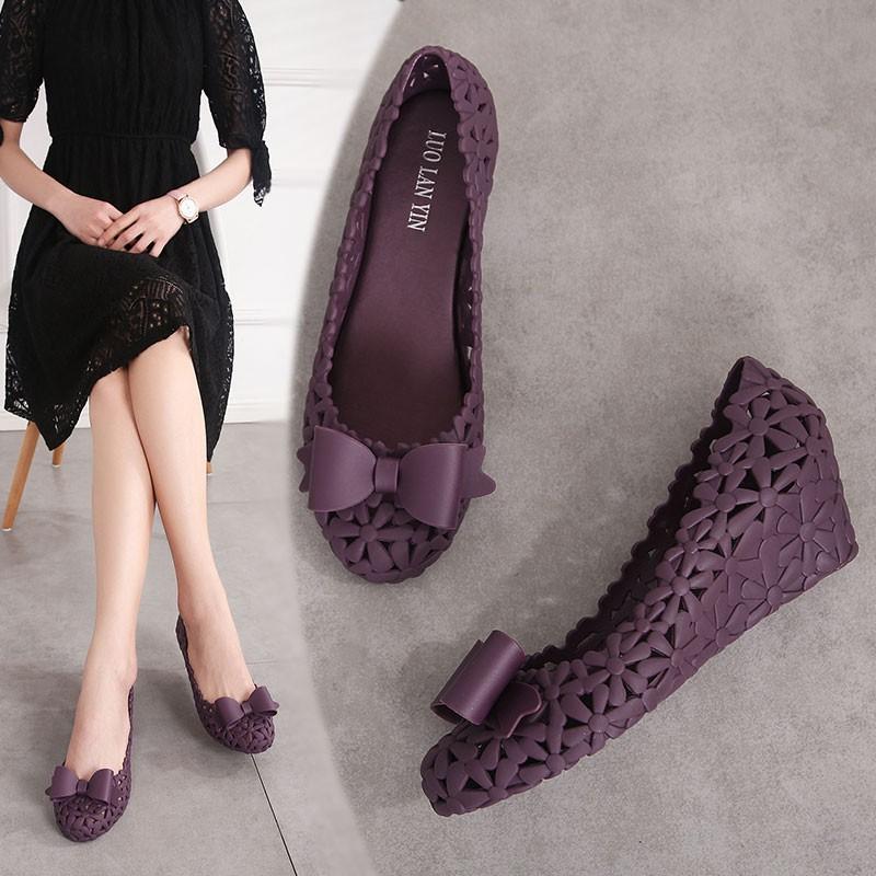 รองเท้าคัชชู ส้นเตารีด ฉลุลาย ประดับโบว์ สำหรับผู้หญิง