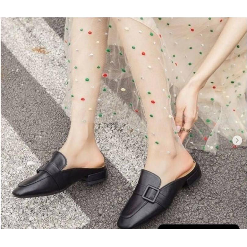 รองเท้า คัชชูสวมสีดำ