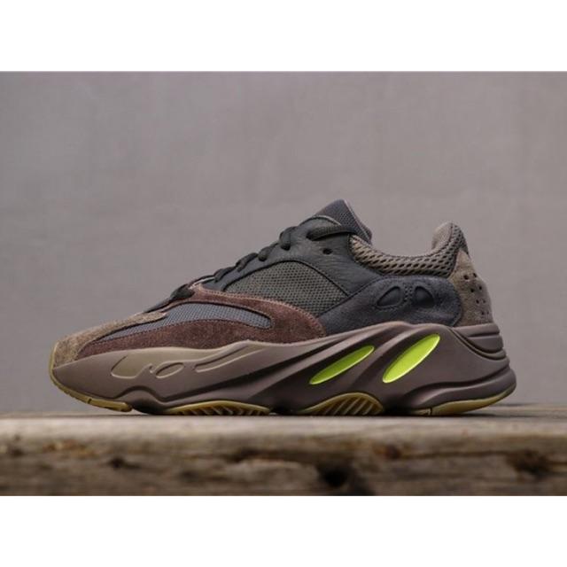 (ลดส่งท้ายปี) Adidas Yeezy Boost 700 แท้ %